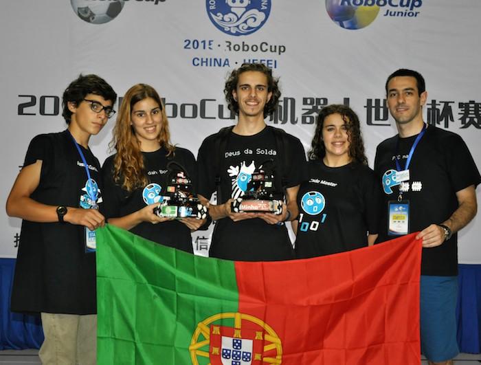 A UMinho é campeã mundial de futebol robótico