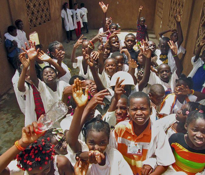"""""""Educar Pixel a Pixel"""": por melhores condições em Luanda"""