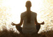 Sessão de meditação gratuita para juntar amigos e relaxar